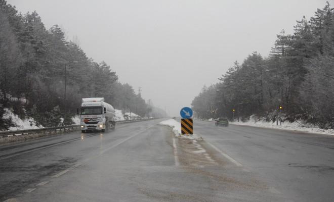 Bolu Dağında Kar Ve Sis Etkili Oluyor