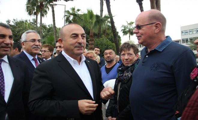 Hollandalılardan Bakan Çavuşoğluna Destek