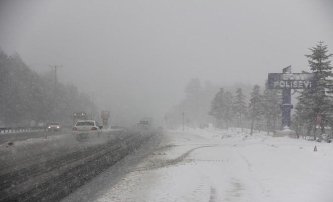 Bolu Dağında Kar Yağışı Şiddetini Artırdı