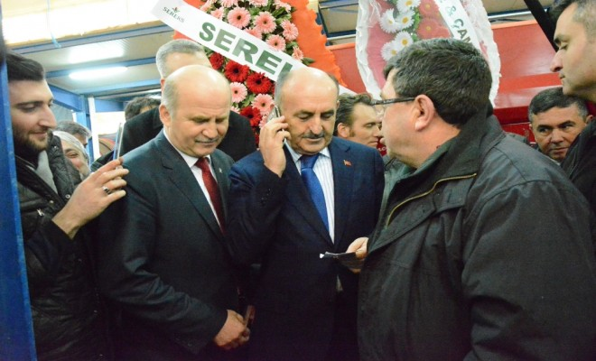 Bakan Müezzinoğlu Sigara Paketine El Koydu