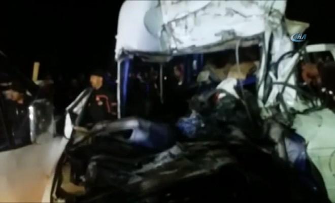 10 Araç Birbirine Girdi: 1 Ölü, 11 Yaralı