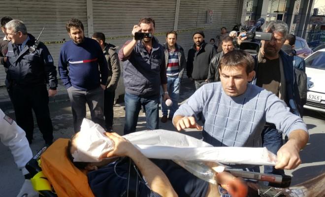 İstanbulda Kuyumcuyla Soyguncular Arasında Çatışma: 2 Yaralı