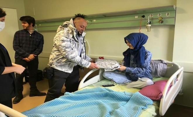 Hayko Cepkinden Minik Hastalara Ziyaret