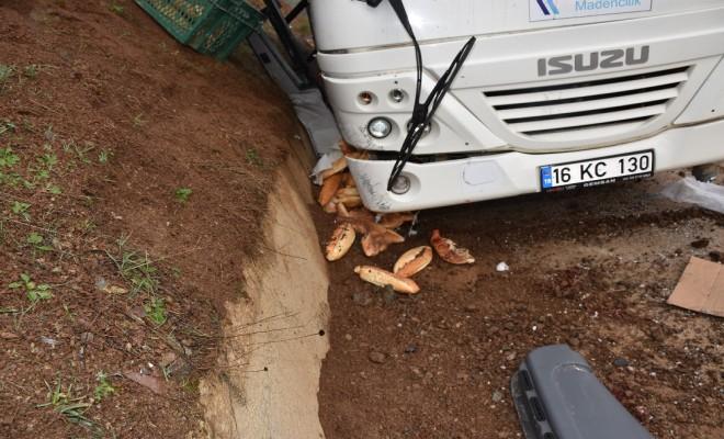 Maden İşçilerini Taşıyan Minibüs Kaza Yaptı: 2 Ölü, 24 Yaralı