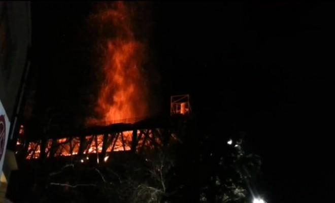 Yunanistanda Beyazıt Camiinde Yangın