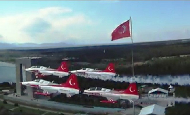 Türk Yıldızlarından Muhteşem Klip