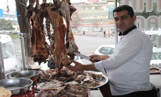 Bir Asırdır Vazgeçilmeyen Lezzet: Büryan Kebabı