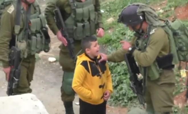 İsrail Askerleri 8 Yaşındaki Filistinliyi Gözaltına Almak İstedi