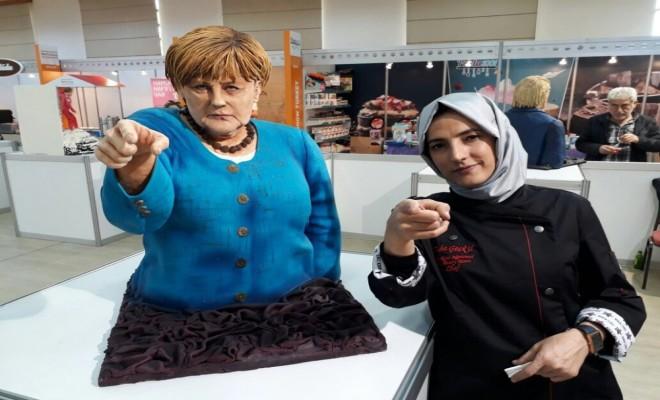Trump Ve Merkelin Pastalarını Yaptı