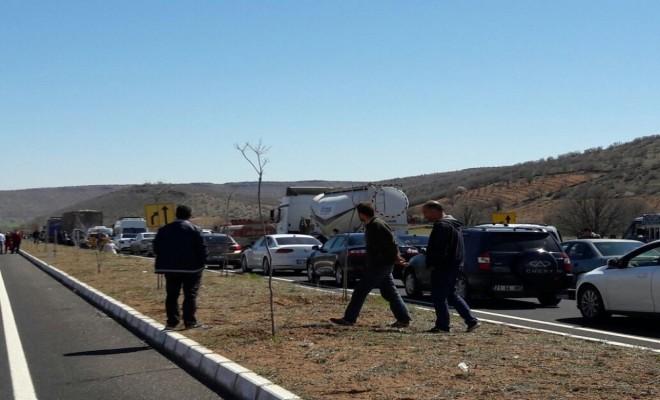 Diyarbakır-Mardin Yolu Kapatıldı: Jandarma Arama Yapıyor