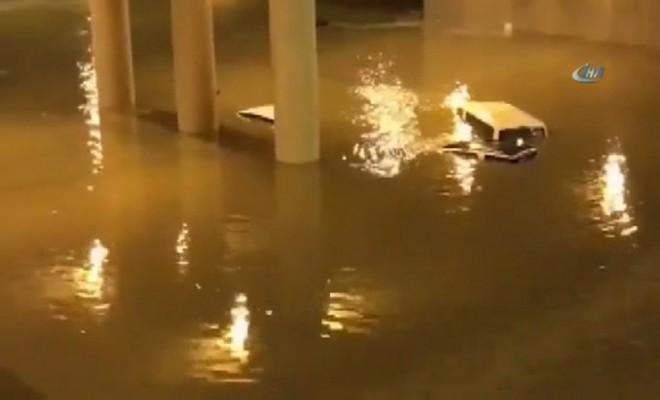 Araçlar Ve Evler Sular Altında Kaldı