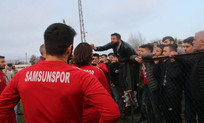 Futbolcularla Taraftarlar Arasında Gerginlik