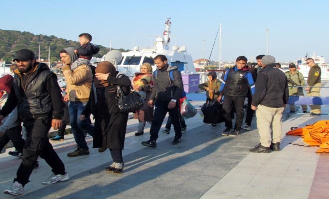 67 Göçmen Botları Batmak Üzereyken Kurtarıldı
