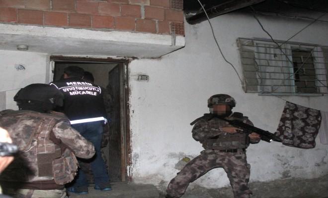 Mersinde 245 Polisle Şafak Operasyonu