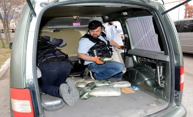 Önce Araçla Sonra Yaya Kaçtı: 30 Kilo Esrarla Yakalandı