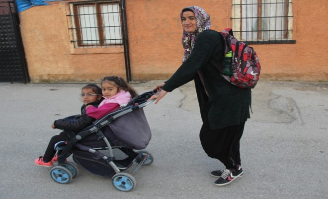 Engelli Kızıyla Birlikte Okuma-Yazma Öğrendi