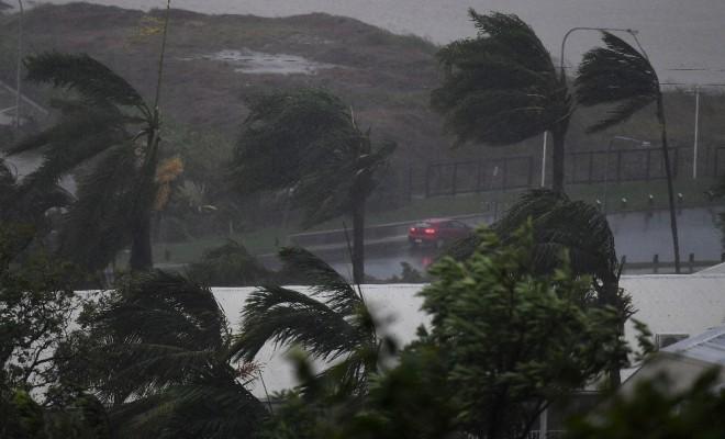 Fırtına Ve Yağış Airlie Plajını Vurdu