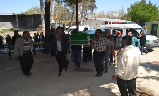 Kozandaki Katliamda Öldürülen Aile Toprağa Verildi