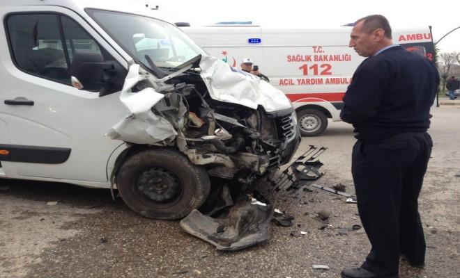 Işık İhlali Kaza Getirdi: 18 Yaralı