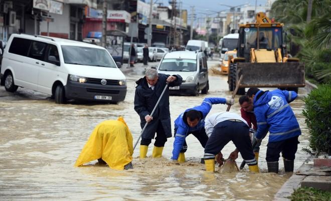 Mersinde Yağmur Su Baskınlarına Yolaçtı