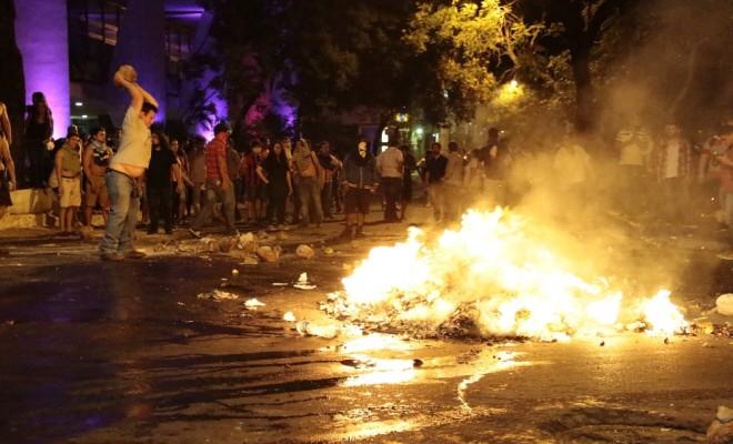Paraguayda Kongre Binası Ateşe Verildi