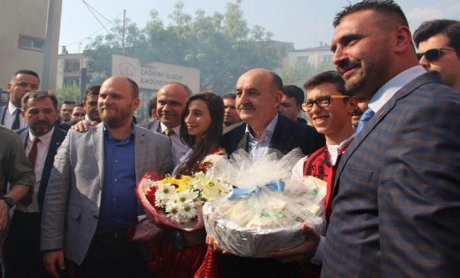 Müezzinoğlu: Atatürkün Gölgesine Yan Gelip Yatarak Bu İş Olmaz