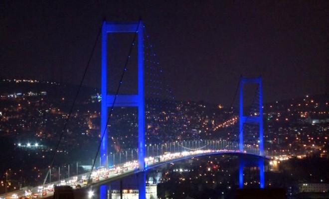 İstanbulun Tarihi Noktaları Otizm İçin Maviye Büründü