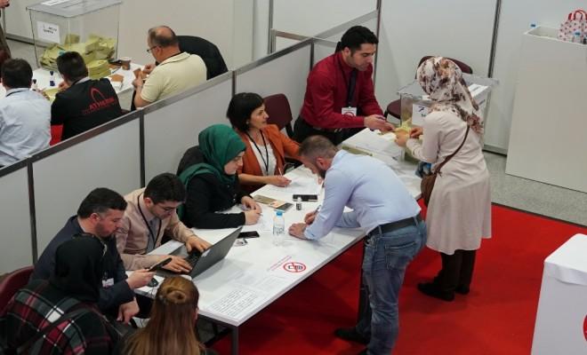 Türk Seçmenlerden Almanyada Referandum Kuyruğu