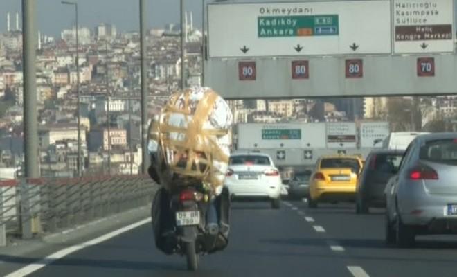 İstanbul Trafiğinde İlginç Manzara