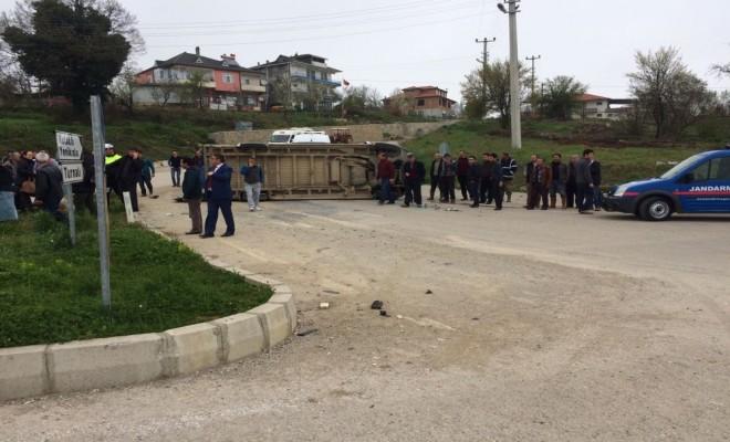 Öğrenci Servisiyle Otomobil Çarpıştı: 16 Yaralı