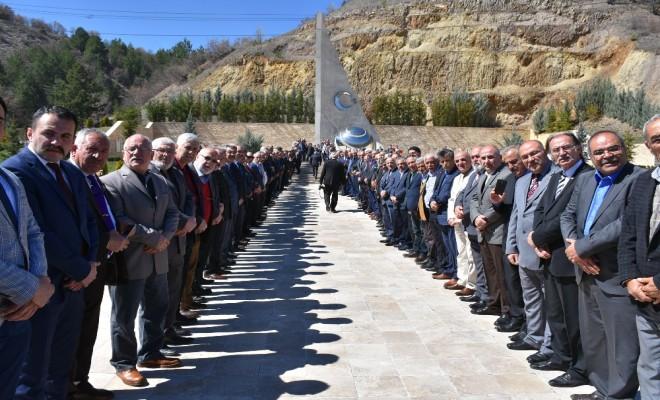 Bahçeli Ülkücü Şehitler Anıtını Ziyaret Etti