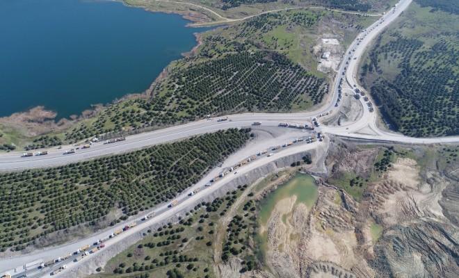 Kuyruk Kilometrelerce Uzadı: Havadan Görüntülendi