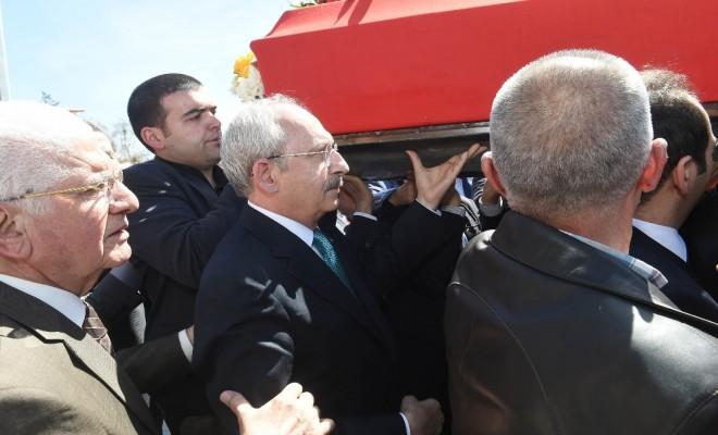 Eski Bakanın Cenaze Törenine Katıldı