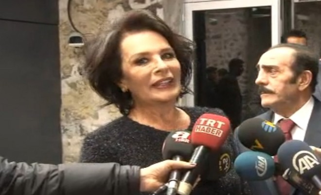 Başbakan Sanatçılarla Sorunlarını Ve Referandumu Konuştu