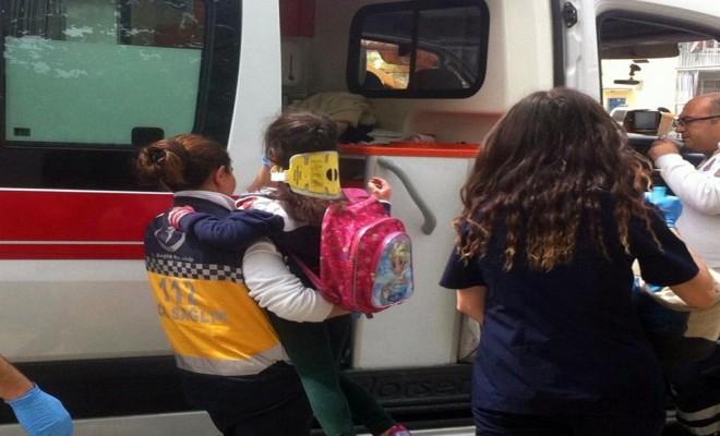 Öğrenci Servisi Beton Pompasıyla Çarpıştı