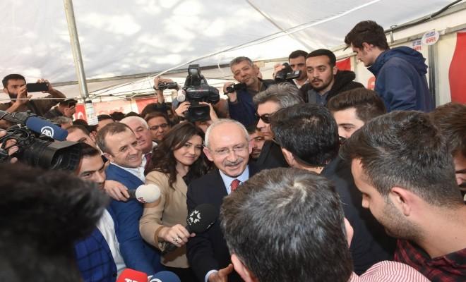 Kılıçdaroğlu Evet Çadırını Ziyaret Etti