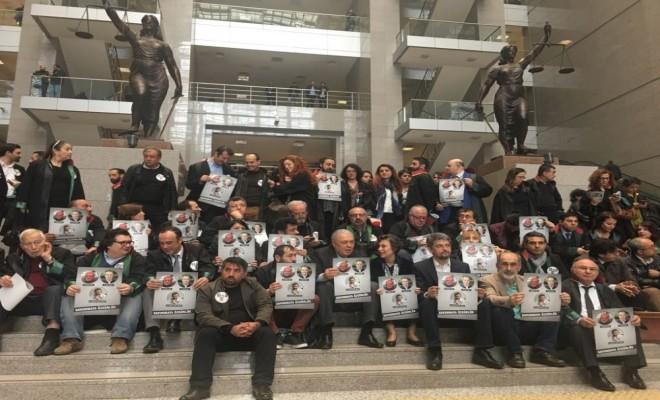 Adliyede Avukatların İzinsiz Eylemine Polis Müdahalesi