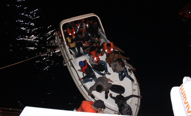 Denizde Mahsur Kalan 30 Kaçak Göçmen Yakalandı