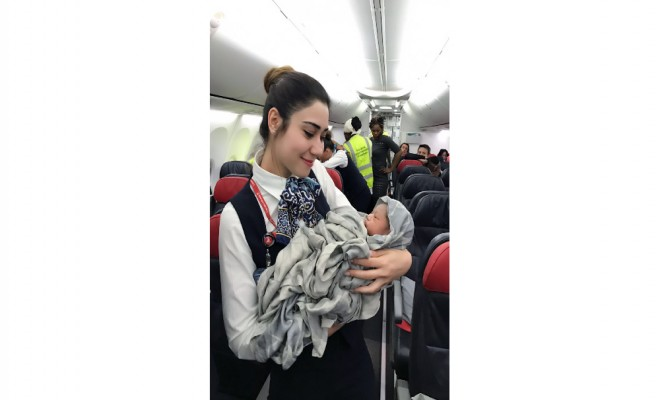 Kadın Uçakta Doğum Yaptı