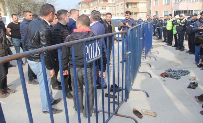 Meral Akşenere Etekli Ve Ayakkabılı Protesto