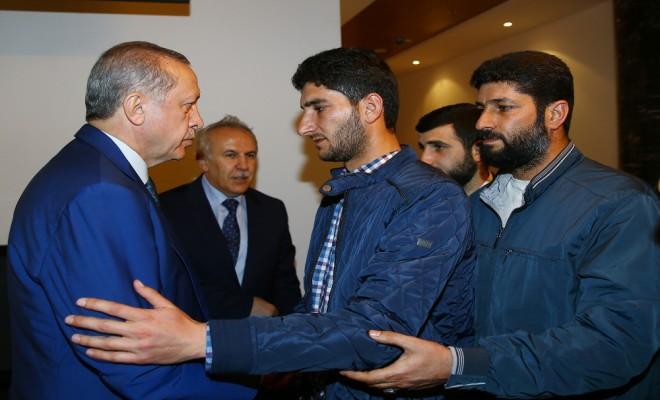 Cumhurbaşkanı Erdoğan İkizlerini Kaybeden Baba İle Görüştü