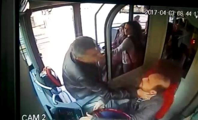 Otobüs Şoförüne Saldırı Kamerada: Kolu Kırıldı