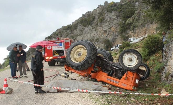 Traktör Devrildi: 1 Ölü, 4 Yaralı