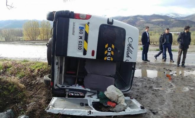 Öğretmenleri Taşıyan Minibüs Şarampole Devrildi: 7 Yaralı