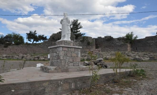 Aristo Heykeli Yenilendi