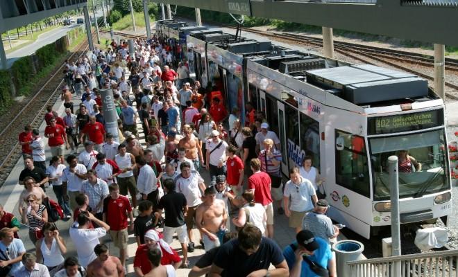 Almanlar Toplu Taşıma Araçlarını Tercih Ediyor