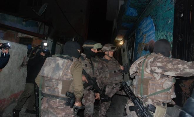 İstanbulda Zehir Tacirlerine Şafak Operasyonu