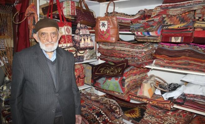 87 Yaşında Ama Hâlâ Aile Bütçesine Katkı Sağlıyor