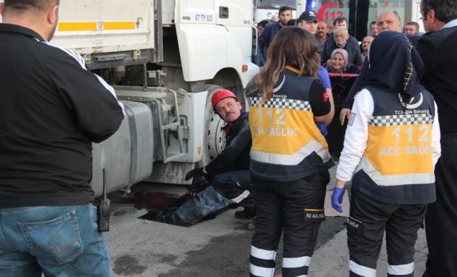 Tırın Çarptığı Çocuk Öldü: Sürücüyü Linçten Polis Kurtardı