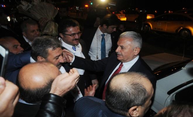Başbakana Havalimanında Evet Sürprizi